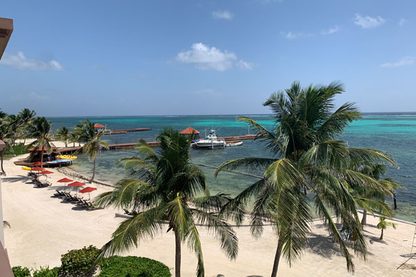 Travel Savvi | Top 3 Reasons to Travel to Belize During the Off Season October 2019 Blog Post